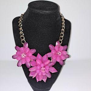 Belk Pink flower 🌸 necklace 💗